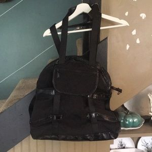 Large LULULEMON circuit gym bag
